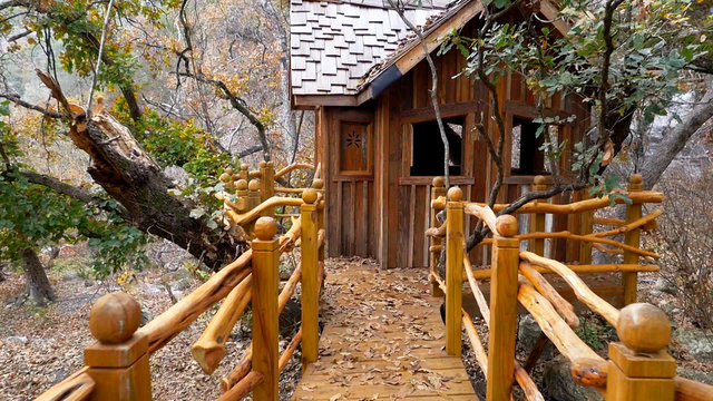 A treehouse without a tree treehouse masters animal planet for Treeless treehouse